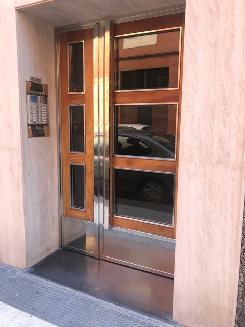 Puerta acero inoxidable (incluirla en el apartado)